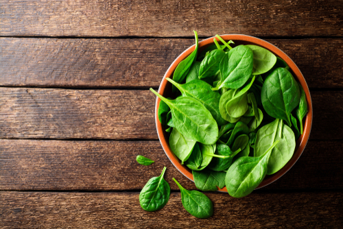 Fresh,Spinach,Leaves,In,Bowl,On,Rustic,Wooden,Table.,Top