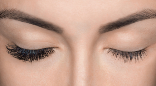 Eyelash,Removal,Procedure,Close,Up.,Beautiful,Woman,With,Long,Lashes