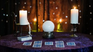 Fortune,Telling,Table,With,A,Crystal,Ball,And,Tarot,Cards